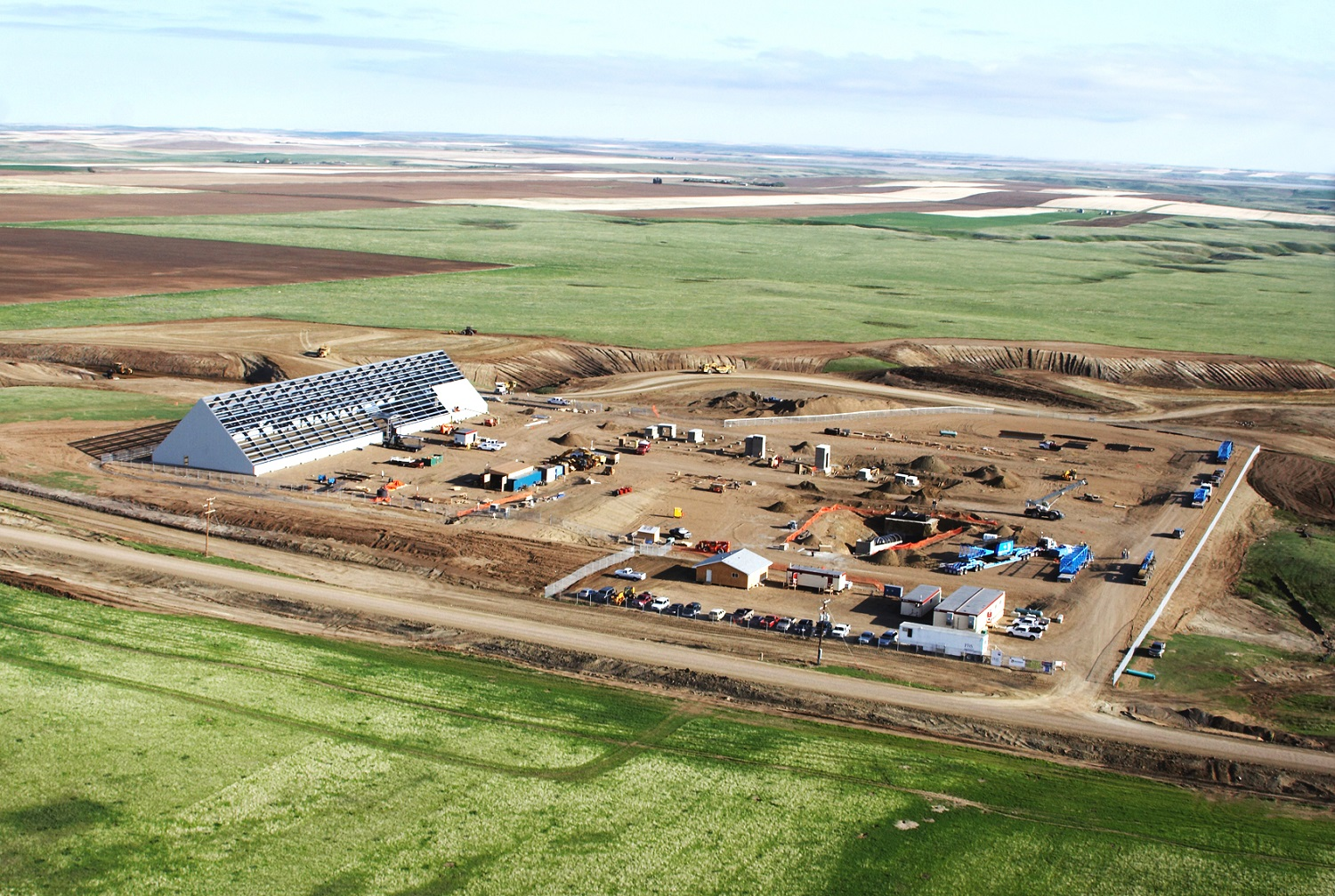aerial Metakaolin processing facility Design and installation of all foundations, concrete, structural steel and processing buildings whitemud Ag-industrial Bulk material handling Mining Wood Mountain Crusher Ore handling Rotary dryer Kiln Cooler Baghouse Coal mill Ore