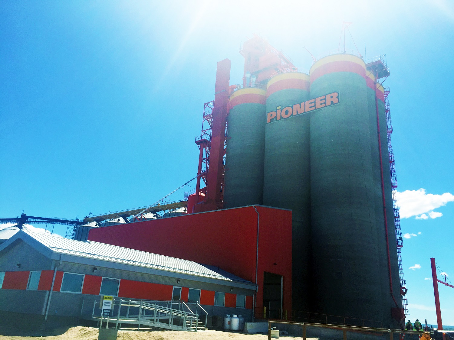 Dauphin concrete silos inner stice bins shipping grain cleaning