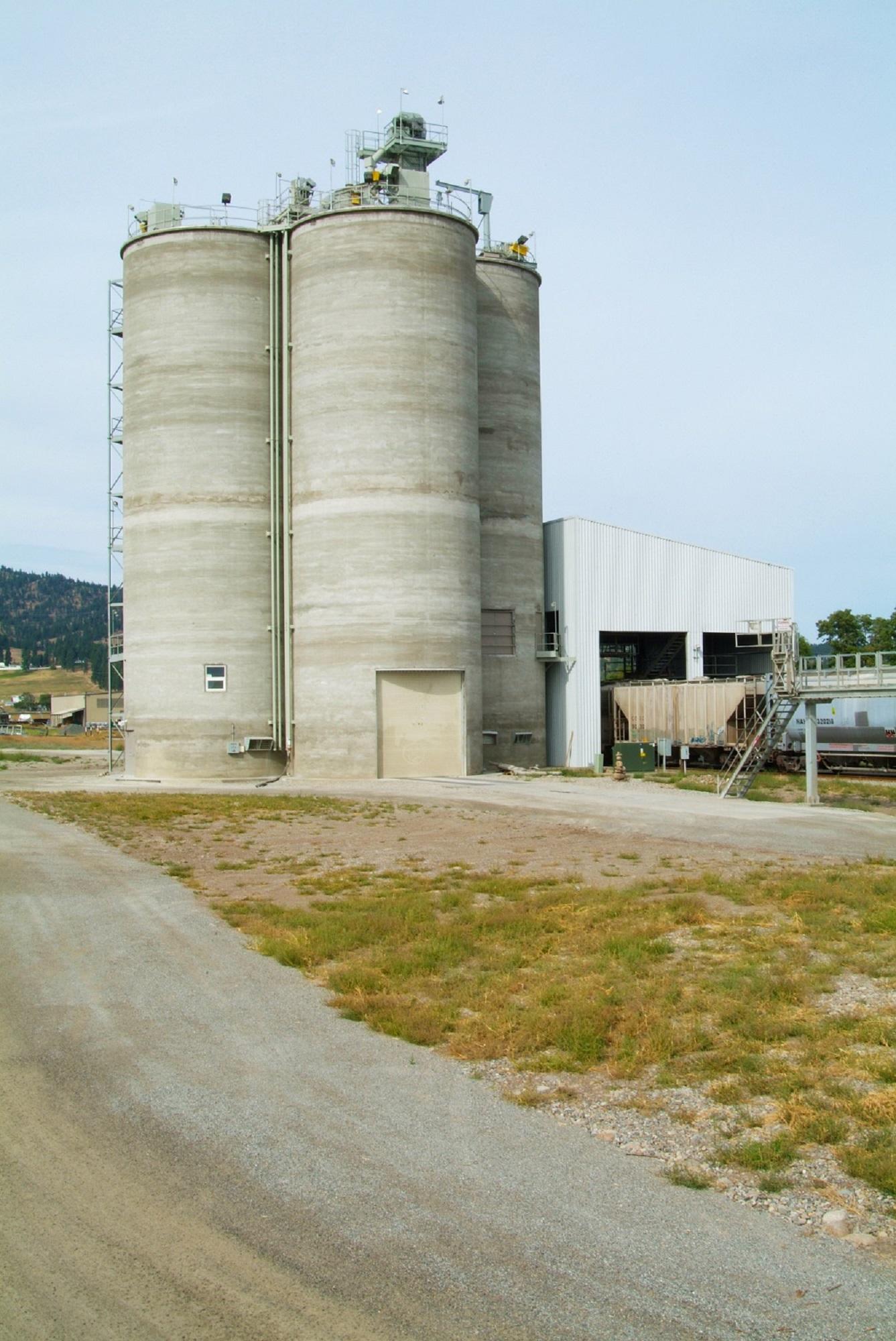 LaFarge Spokane_1 5650 ton slipform concrete storage structure Ag-industrial Industrial Slipform Rail receiving Truck unload Silo aeration
